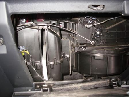 снимаем 2 салонный фильтр Hyundai Getz