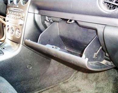 Открываем бардачок Mazda 6