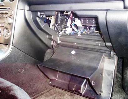 Откидываем бардачок Mazda 6