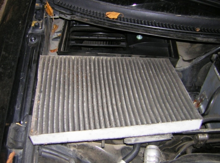 Снимаем старый фильтр Audi A4 B6