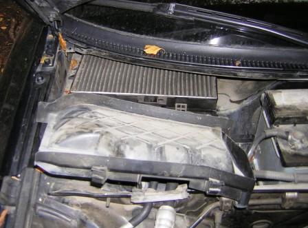 Снимаем крышку салонного фильтра Audi A4 B6