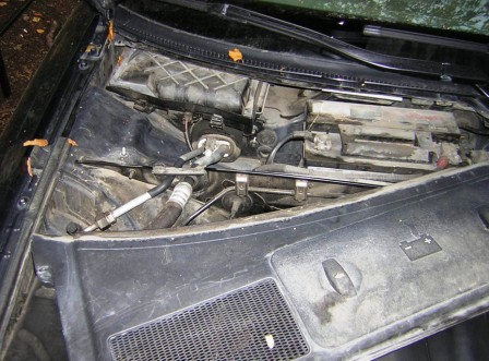 Снимаем пластиковую защиту Audi A4 B6