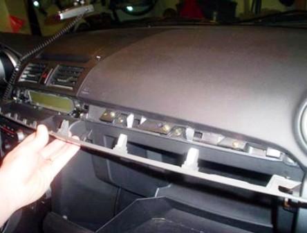 Снимаем панель Mazda 3