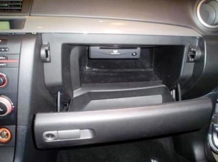 Открываем бардачок Mazda 3