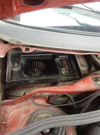 Пылесосим и чистим посадочное место салонного фильтра Volkswagen Passat B4