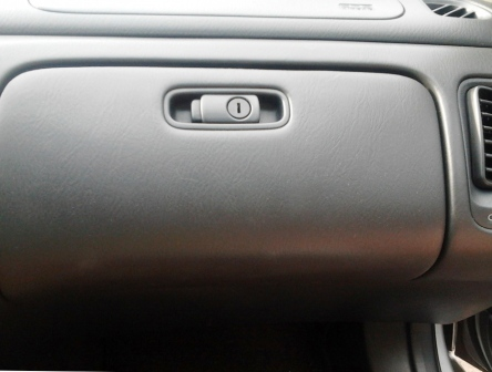 Открываем бардачок Honda Accord VI