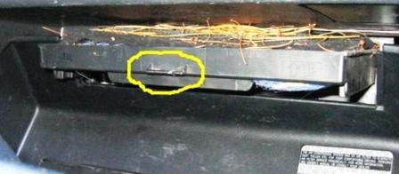 Вытаскиваем салонный фильтр Lexus RX300