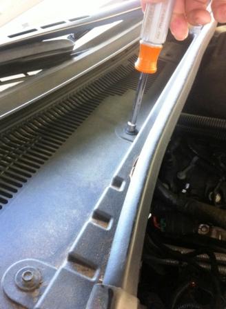Откручиваем пластиковую защиту Cadillac CTS