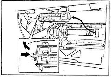 Снимаем крышку салонного фильтра Honda Civic VII