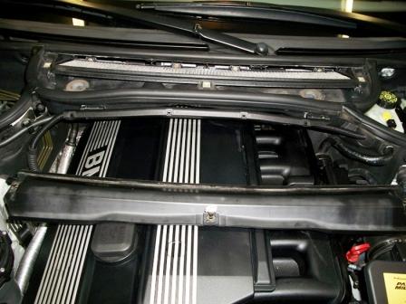 Снимаем крышку салонного фильтра BMW E46