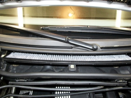 Устанавливаем новый салонный фильтр BMW E46