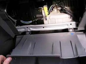 Открываем бардачок полностью Honda CRV II