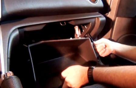 Снимаем крепление бардачка Mazda 6 II NEW