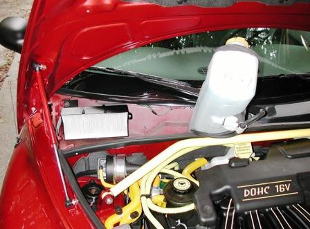 Снимаем бачок омывателя и меняем салонный фильтр Chrysler PT Cruiser