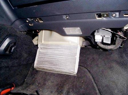 Вытаскиваем и меняем салонный фильтр Volvo S60