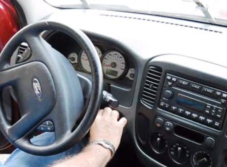 Фиксируем щетки в вертикальном положении Ford Escape