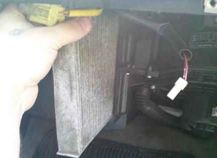 Меняем салонный фильтр Nissan Maxima QX (A33)