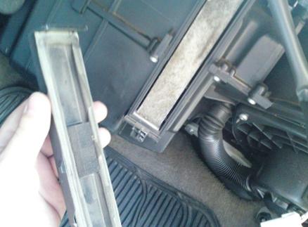 Снимаем крышку салонного фильтра Nissan Maxima QX (A33)