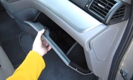 Открываем бардачок Honda Odyssey III