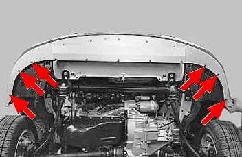 Откручиваем нижнюю часть переднего бампера Lada Priora
