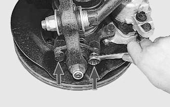 Ослабляем гайки поворотного кулака к шаровой опоре Lada Kalina