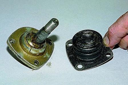 Снимаем защитный пыльник ВАЗ 2121 Нива
