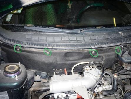 Откручиваем утеплитель двигателя ВАЗ 2110, 2111, 2112