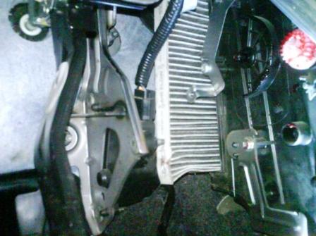 Сгибаем и достаем салонный фильтр Nissan Qashqai