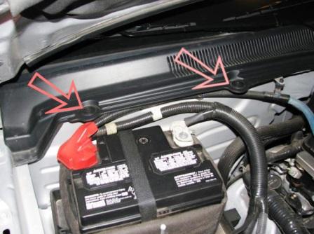 Откручиваем пластиковую панель Ford Mustang V