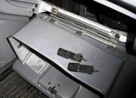 Открываем бардачок Hyundai Accent