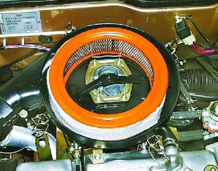 Вставляем новый воздушный фильтр ВАЗ 2108, 2109, 21099