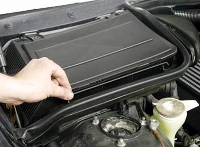 Открываем крепление крышки салонного фильтра BMW E39