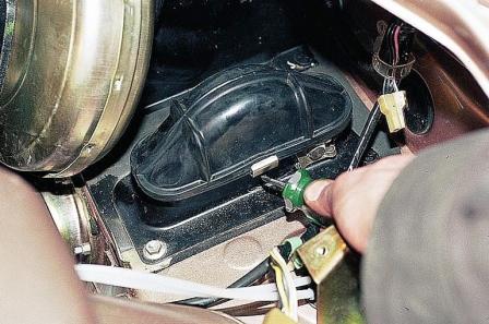 Откручиваем защиту педалей ВАЗ 2110, 2111, 2112