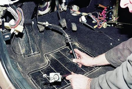 Снимаем тросик через салон ВАЗ 2110, 2111, 2112