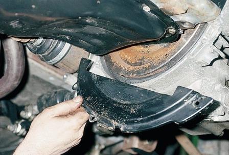 Снимаем нижнюю крышку картера коробки передач ВАЗ 2110, 2111, 2112