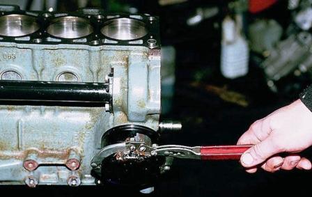 Откручиваем и меняем масляный фильтр ВАЗ 2110, 2111, 2112
