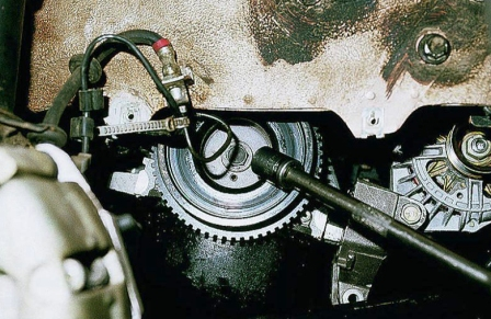 Прокручиваем шкив генератора