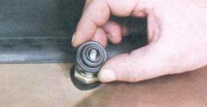 Снимаем защитный колпачок ВАЗ 2108, 2109, 21099