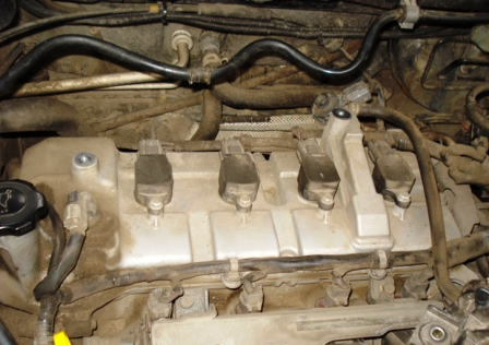 Снимаем корпус воздушного фильтра и убираем в сторону Mazda 3 1.6