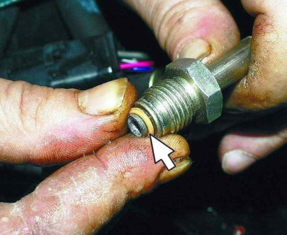 Снимаем уплотнительные кольца бензонасоса ВАЗ 2110, 2111, 2112