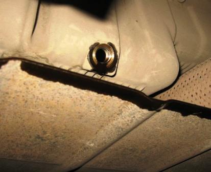 Сливаем старое масло Chevrolet Lacetti