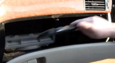 Снимаем панель бардачка Lexus LS430