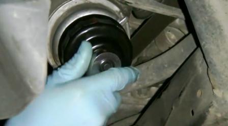 Откручиваем масляный фильтр Lexus IS250