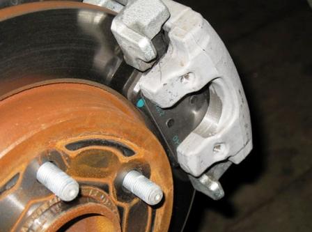 Снимаем пружину на суппорте Ford Focus 2