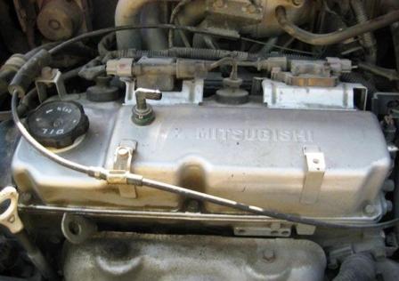 Снимаем трубки картерных газов Mitsubishi Lancer IX