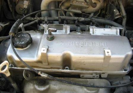 Откручиваем клапанную крышку Mitsubishi Lancer IX