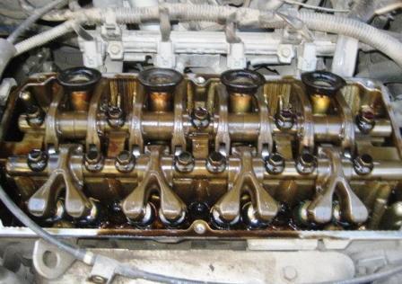 Снимаем клапанную крышку Mitsubishi Lancer IX