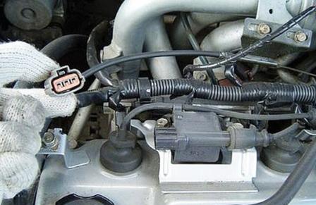 Убираем провод в сторону Mitsubishi Lancer IX