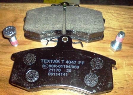 Снятие и замена передних тормозных колодок Лада Приора