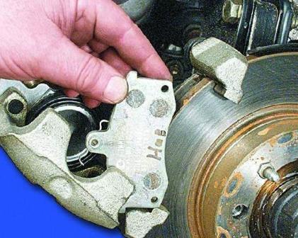 Снимаем старые тормозные колодки ВАЗ 2108, 2109, 21099